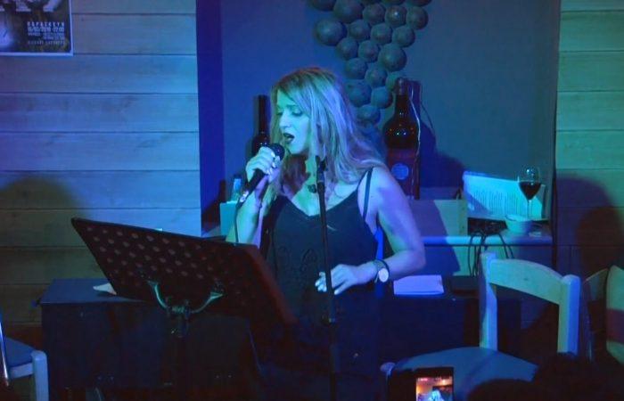 Η Χριστίνα Αντωνιάδου τραγουδάει Για ένα τανγκό