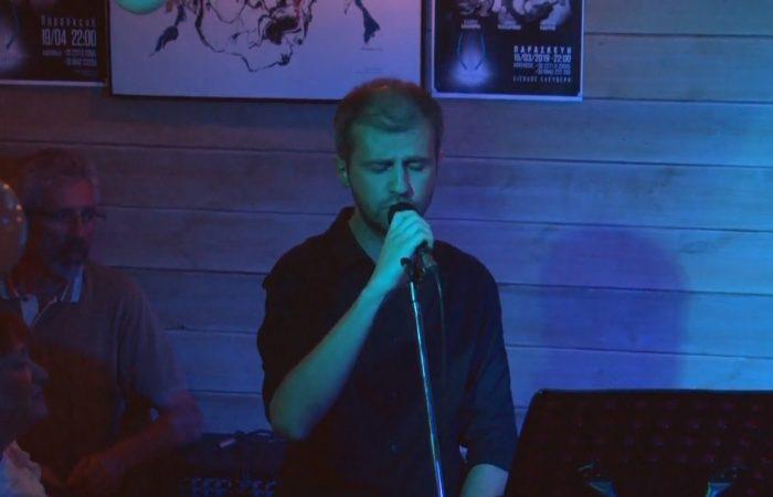 Ο Σταύρος Παπασταύρου τραγουδάει Χειμωνανθός